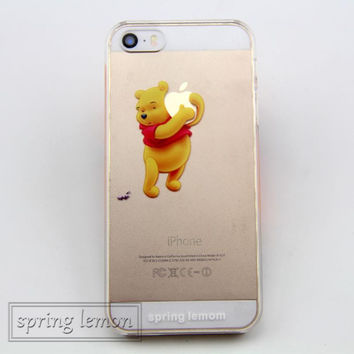 The Winnie Pooh Cartoon Holding apple Logo Transparent Case Cover for iphone 4/4s/5/5s/5c/6/6s/6plus/6s plus