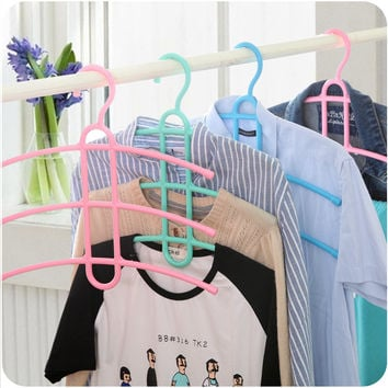 Plastic Clothing Rack = 4877777988