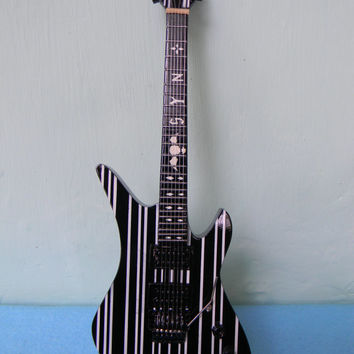 Miniature Guitar Schecter Synyster Gates Black