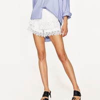 RUFFLED SHORTS WITH LACE TRIM