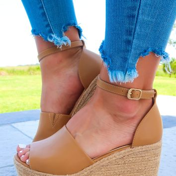 Leading The Way Wedges: Tan