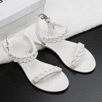 2017 Summer Flat Sandals For Women Plastic Chain Buckle Style Beach Shoes Designer Flip Flops Flat Bottomed Sandales Femmes