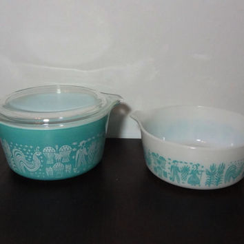 Vintage Set of 2 Pyrex  Amish Butterprint Casserole Dishes - 1 Qt Covered Turquoise Round Dish 473 and 1 1/2 Pint White Dish 472