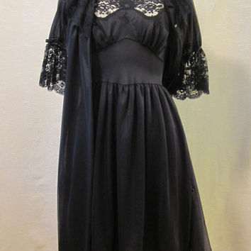 Vintage 1960s Munsingwear Black Peignoir Set Size 32 Waltz Length Robe and Gown