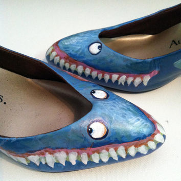"""SHARK WEEK - Shark Skin Shoes size 8-1/2 W  Hand-painted on a  Pointed Toe 3"""" high heels by Auditions"""
