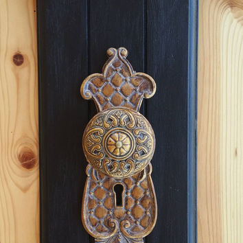 Antique door knob wall art, Rustic Wall decor, door handle wall art, Vintage themed decor, Vintage gift ideas, gold door knob decor, key art
