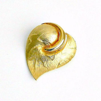 Vintage Leaf Brooch, Jonette Gold Tone Leaf Pin, Textured, Dimensional, Botanical Fall Leaf Brooch, Signed JJ.