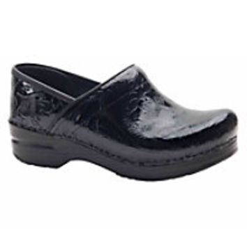 Nursing Shoes and Clogs for Women | Scrubs & Beyond