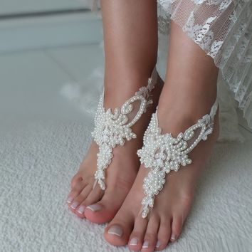Ivory lace barefoot sandals, Pearl Bridal anklets, Wedding shoes, Bridal foot jewelry Beach wedding lace sandals Bridal anklet Bridesmaid