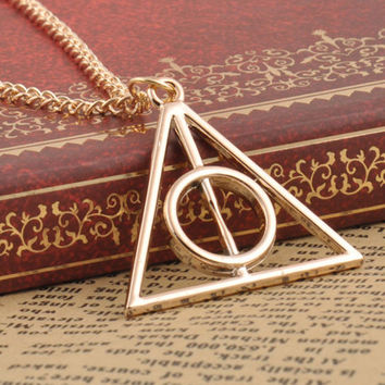 Collier Cross Triangle Necklace
