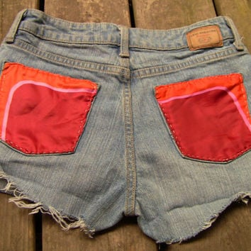 Shredded Material Pocket High Waisted Jean Shorts (2030)