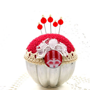 Pincushion needlecraft vintage silver Jello mold Victorian retro red felted sewing room craft room decorative straight pins tagtteam