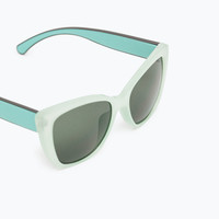 Sunglasses with metallic arms