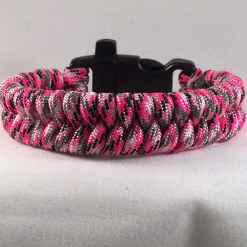 Pinky and Some More - Alert Fishtail Paracord Bracelet with emergency Whistle Buckle
