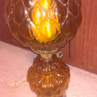 Vintage 1970s Amber Gone with the Wind / Hurricane Parlor Style 3 Way Banquet Table Lamp