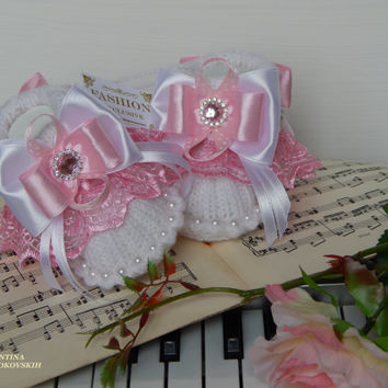 Cute booties for girls.Exclusive baby booties.Baby Shoes Newborn Infant Gift for Babies /Pink baby booties.Newborn gift / Baby Shower Gifts!