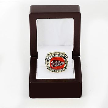Detroit Red Wings NHL (1997) Replica Stanley Cup Championship Ring