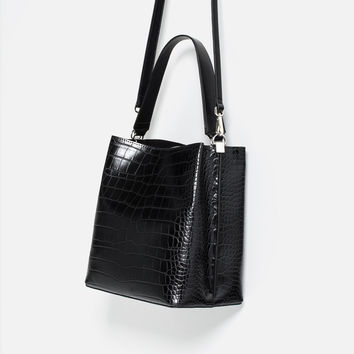 EMBOSSED BUCKET BAG