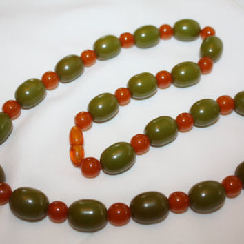 Vintage Olive Green Bakelite Necklace, Butterscotch Bakelite Bead Necklace 1940s Jewelry