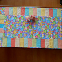 Easter Tablelinen, Spring Patchwork Tablerunner, Easter Egg Fabric Fun