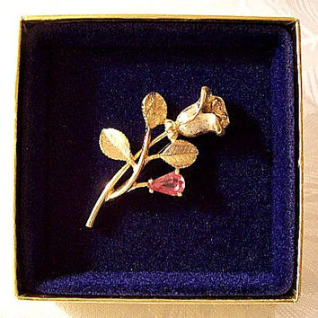 Pink Stone Rose Flower Pin Brooch Gold Tone Vintage Open Petals Brushed Leaves Long Stem