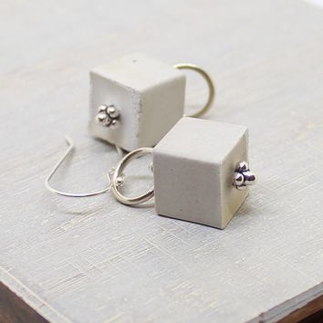 Cube earrings - white
