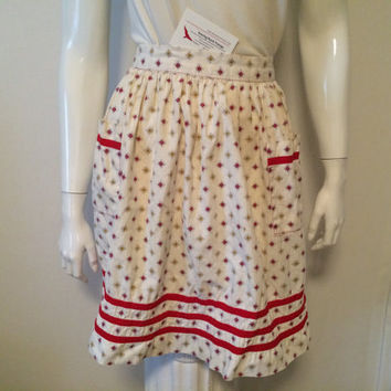Midcentury Vintage 1950s Era Apron with Red White Gold Diamond Pattern Gathered Waist Tie Back 2 Front Pockets Valentines Day Hotness Ready