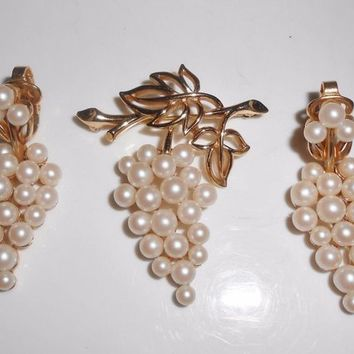 Crown Trifari Pearl Grape Bunch Brooch Pin & Clip Dangle Earrings