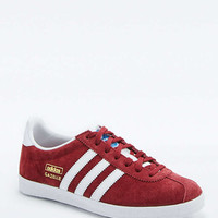 adidas Originals Gazelle Maroon Trainers - Urban Outfitters
