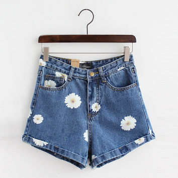 Lovely Daisy Print Denim Shorts
