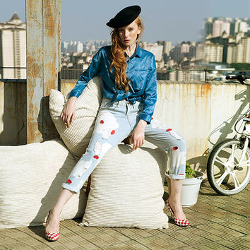 womens jeans in blue,boyfriend jeans,ripped,distressed,casual,acid wash,red lip,fashion,chic,unique,grunge.--E0252
