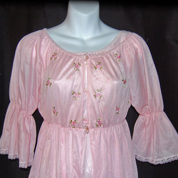 1960's Movie Star Inc. / Fredricks of Hollywood / Princess Pink Peignoir Set / rose embroidery / Womens Size 7/9 small