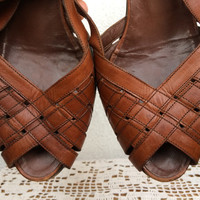 Cognac Brown Leather Sandals, Kitten Heel Shoes, Woven Huaraches, Open Toe Slingback Sandals, 70s Vintage Italian Shoes, Low Heels, Slip Ons