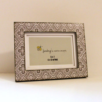 5x7 4x6 Gray White Ornate Quatrefoil