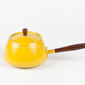 Yellow Fondue Pot Aluminum Wood Handle Vintage Kitchen Retro Entertaining