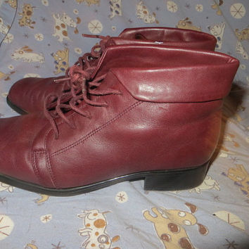 Vintage  wine  Leather Cuffed Ankle Boots /  Pixie Boots Womens Size  8