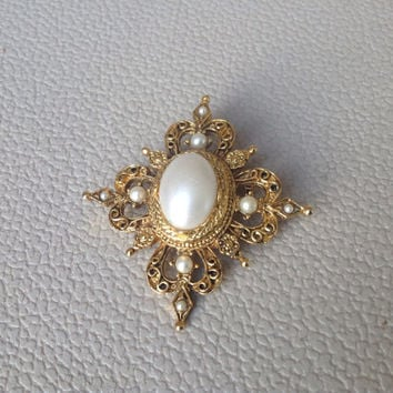 Queen Elizabeth Style Vintage Gold and Pearl Brooch