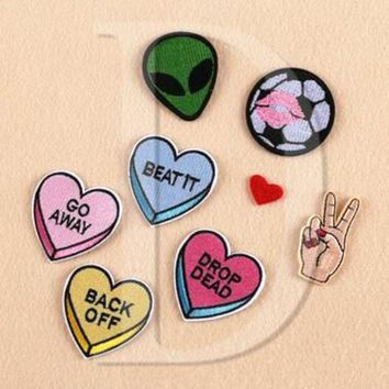 ac VLXC 1 PCS Finger parches Embroidered Iron on Patches for Clothing DIY Stripes Alien Clothes Stickers Custom Heart Badges @D