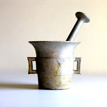 Mortar & Pestle Vintage Aluminum Apothecary Large Grinder Grinding Crushing Tool Practical Magic for Your Kitchen, Laboratory