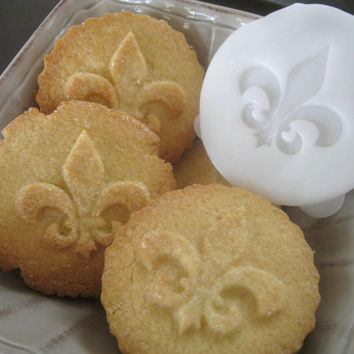 FLEUR de lis COOKIE STAMP recipe and instructions - make your own decorative cookies