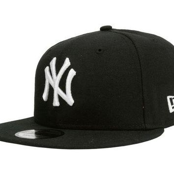DCK4S2 New Era 9Fifty Hat Cap New York Yankees Black White NY Snapback S/M Size 950