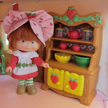 Hutch China Cabinet for Strawberry Shortcake Vintage Berry Happy Home Dollhouse Dining Room Furniture