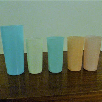 Vintage 1950s Set of Four (5) Pastel Tupperware 1 x 16 Ounce Tumbler (blue) / 4 x 8 Ounce Tumblers (Peach, Blue, Pink, White) / Retro