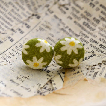 White Daisy Fabric Button Earrings, Fabric Button Earrings, Floral Earrings, Green and White Earrings