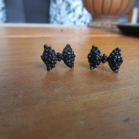 Stud bow earrings