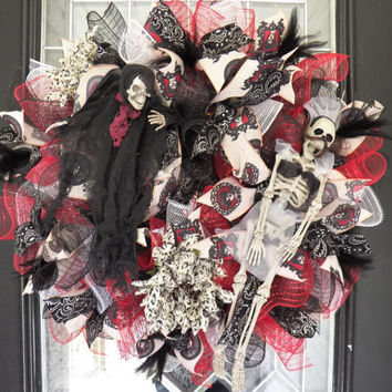 Halloween Wreath- Halloween Door Hanger- Halloween Door Swag- Halloween Decoration- Front Door Hanger- Ruffle Wreath- Ready to Ship