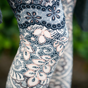 Leaves and Lace Leggings - Plus Size!