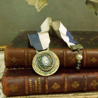 Vintage bronze medal Cameo verdigris bookmark Retro competition medal jewelry shabby chic book decor