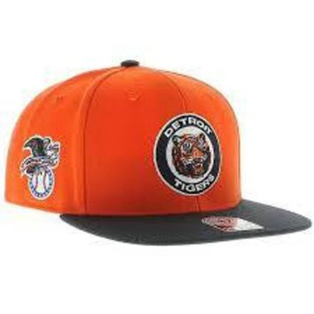 DCCKG8Q MLB 47 Brand Detroit Tigers 2015 Mens Sure Shot Two Tone Captain Snapback-Orange w Navy