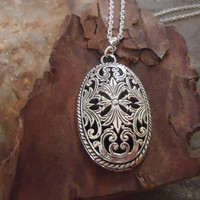 SILVER MEDALLION long delicate and filigree chain by AsaiBolivien US$ 10,90